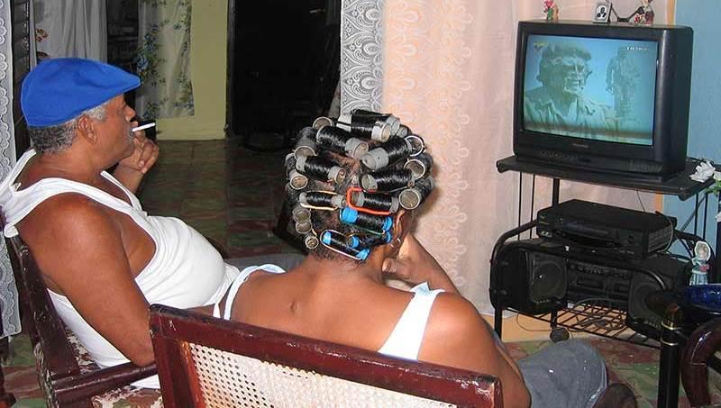 Hoy, sólo los canales del Estado, y TeleSur son posible sintonizar en cuba.